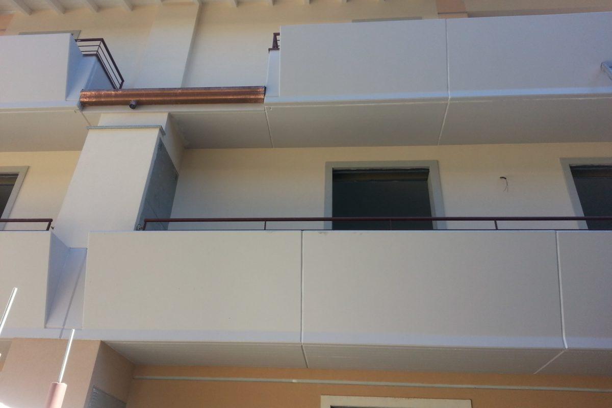Veletta balcone con fioriera tinteggiata